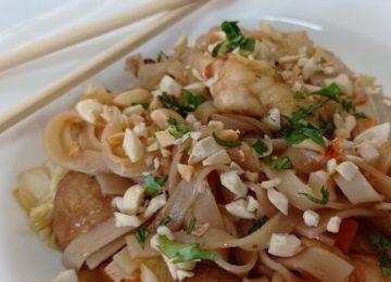 מוקפץ – אטריות אורז וירקות